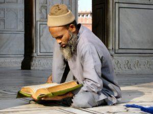 мудрец с книгой