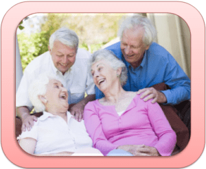пожилые люди радуются