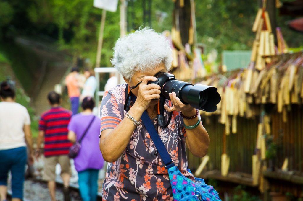 бабушка фотограф