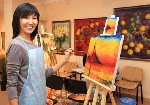 художник рисует картину