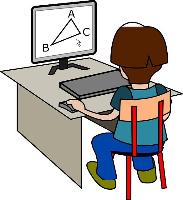 ребенок делает уроки на компьютере
