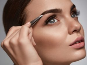 Онлайн курсы бровиста – преимущества и особенности